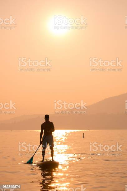 Stand Up Paddle Boarding - Fotografias de stock e mais imagens de Adulto