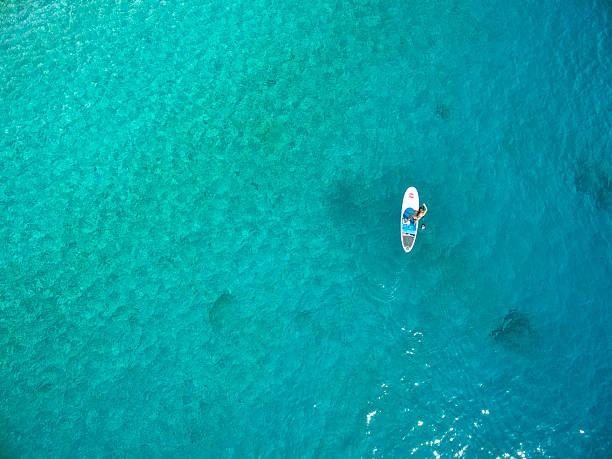stand-up-paddling - stehpaddeln stock-fotos und bilder