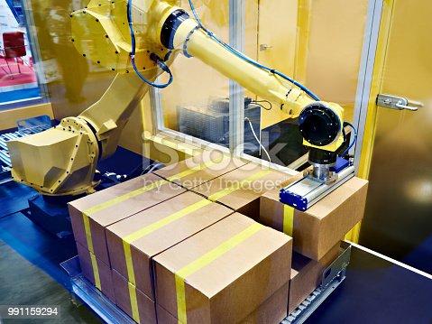 istock Standard multipurpose robot 991159294