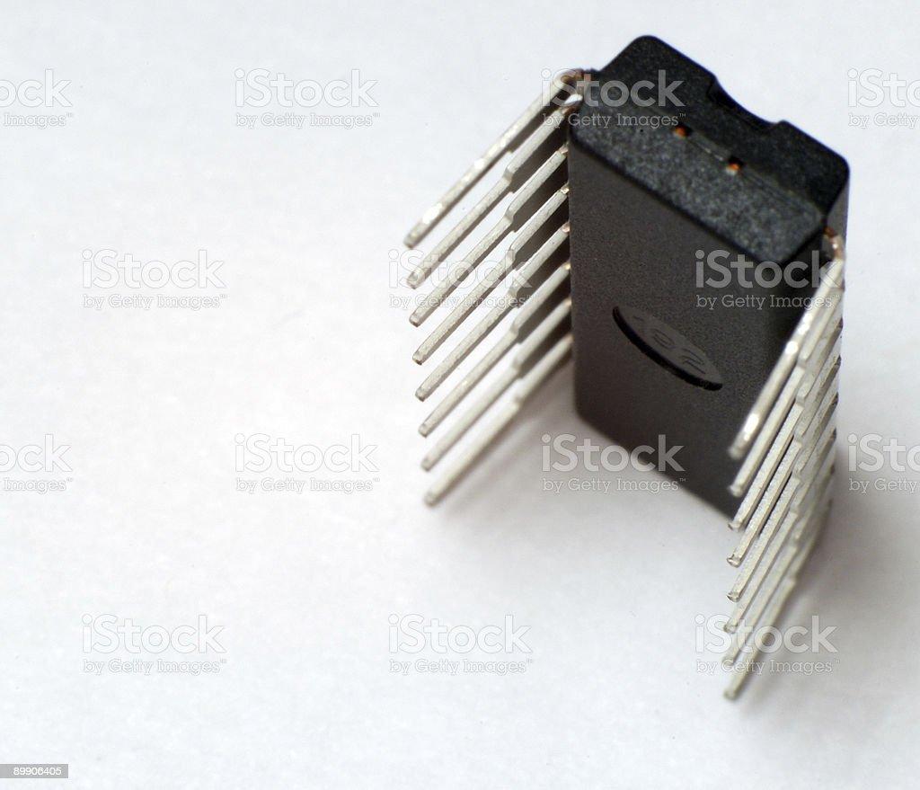 Стоя чипсы на белом фоне Стоковые фото Стоковая фотография