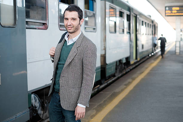 Standing man waiting for the train - foto stock