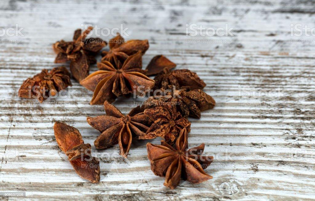 Sternanis Samen auf Holztisch – Foto