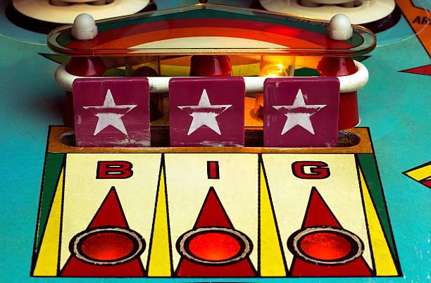 star drop targets of a retro pinball machine - pinball spielen stock-fotos und bilder