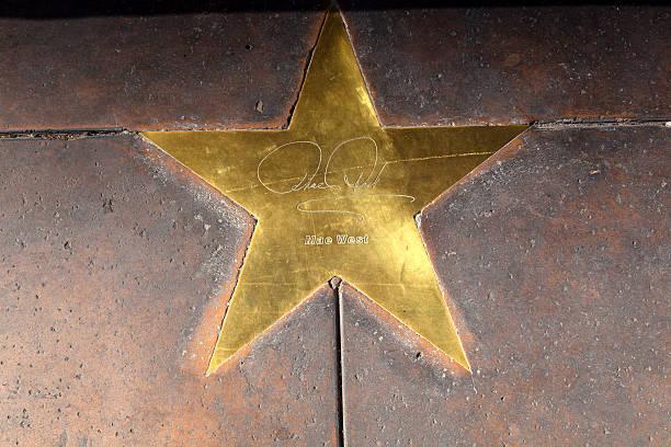 star of mae west auf gehweg in phoenix, arizona. - mae west stock-fotos und bilder