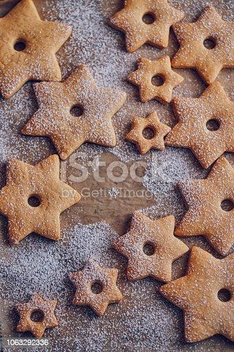 istock Star Shaped Christmas Cookies 1063292336