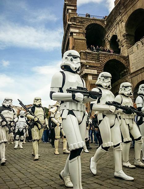 star wars tag 2014 in rom - faschingskostüme star wars stock-fotos und bilder