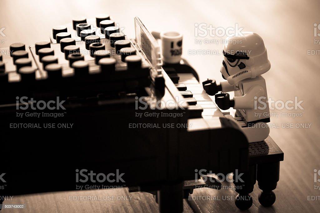 Star Wars film: Stomtrooper spielen Klavier – Foto