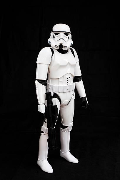 star wars stormtrooper - faschingskostüme star wars stock-fotos und bilder