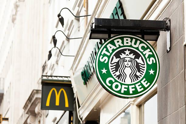 Starbucks-Schild – Foto