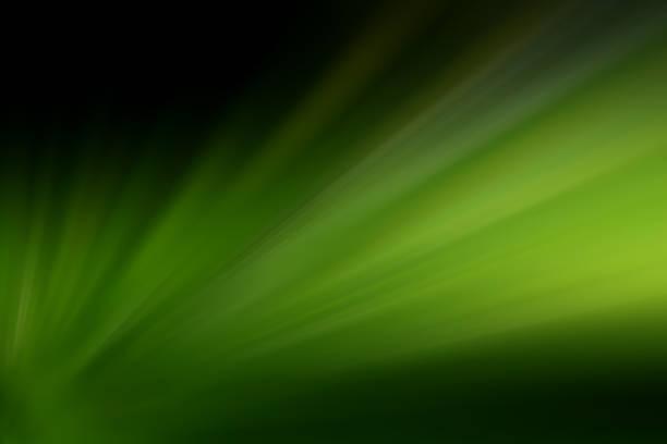 starburst groene lichtbundel abstracte achtergrond - groene acthergrond stockfoto's en -beelden