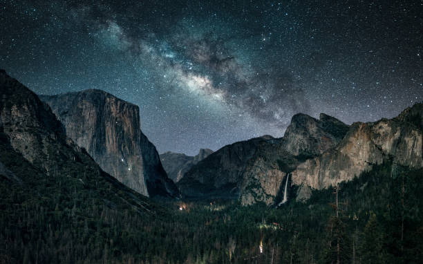 Stargazing at Yosemite National Park Milky way rising at Yosemite National Park el capitan yosemite national park stock pictures, royalty-free photos & images