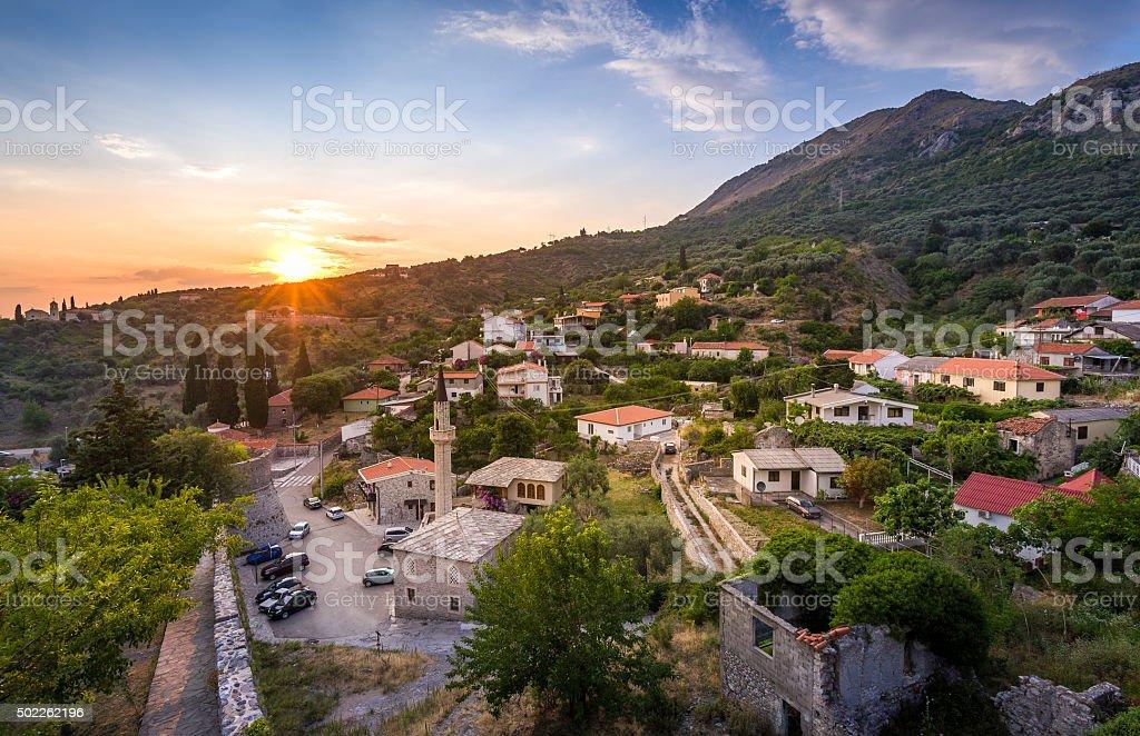 Stari Bar vista panorámica de la ciudad en puesta de sol - foto de stock