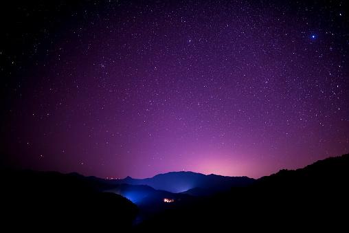 Photo libre de droit de Scène De Ciel Étoilé Sur Les Hautes Montagnes Sud De La Chine banque d'images et plus d'images libres de droit de 2018