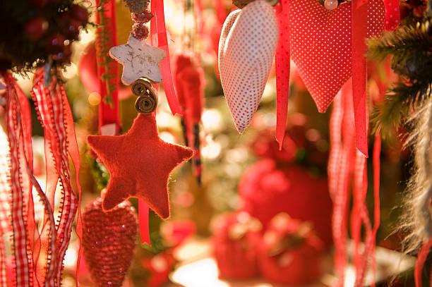 Sterne und Herzen in der Weihnachtszeit – Foto