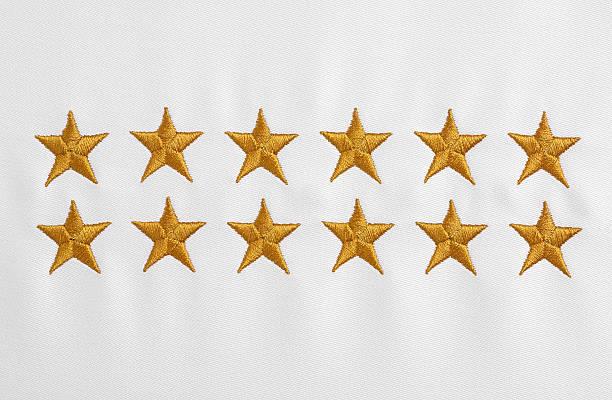 Estrellas, bordada de tela blanca - foto de stock