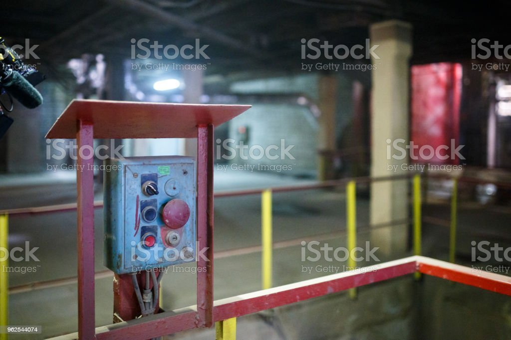 Iniciar ou parar o botão para a máquina industrial, close-up. - Foto de stock de Acidentes e desastres royalty-free