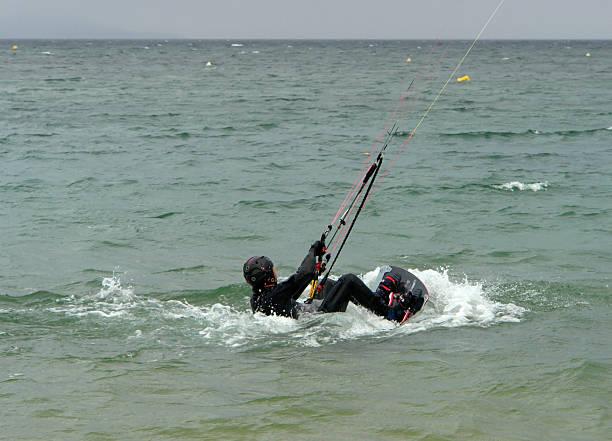 ab kite-surfing - kitesurfen lernen stock-fotos und bilder