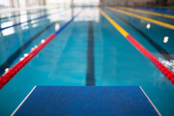 linha de partida na piscina - comodidades para lazer - fotografias e filmes do acervo