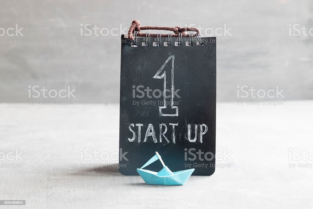 Startup Business text and paper boat foto stock royalty-free