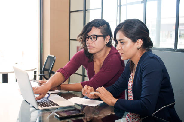 start-up-sitzungen - mexikanische möbel stock-fotos und bilder