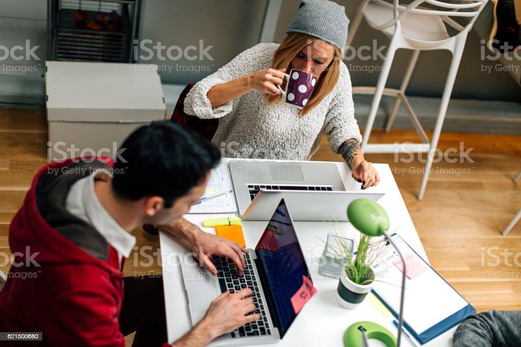 Start-up-Team im Büro arbeiten Lizenzfreies stock-foto