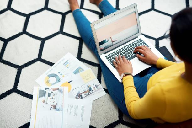 初創公司需要付出很多努力 - small business saturday 個照片及圖片檔