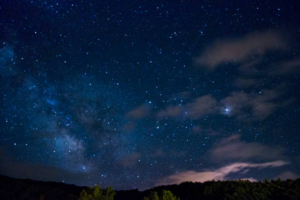 stary night village view - céu a noite imagens e fotografias de stock