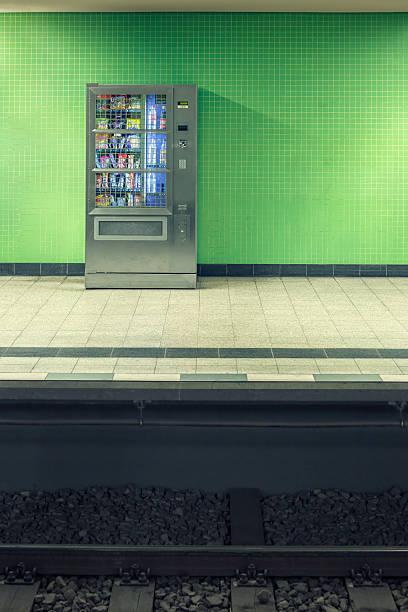 Bahnhof Plattform Verkaufsautomat – Foto