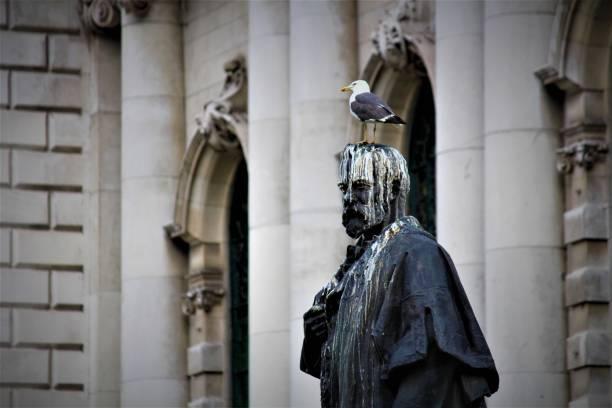 statue vogel kot belfast - britische politik stock-fotos und bilder
