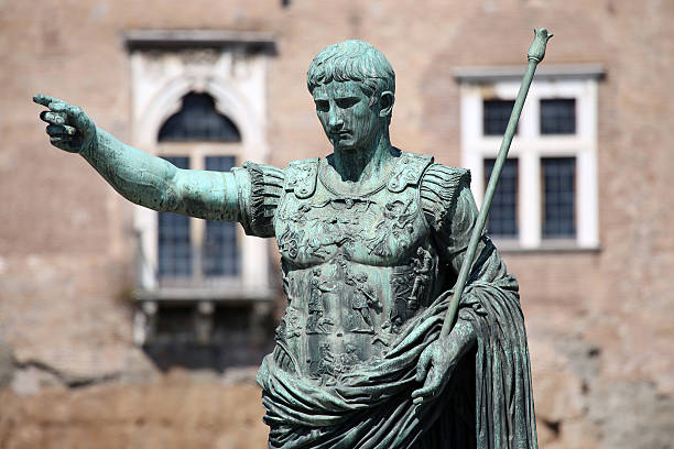 Statue CAESAR Augustus PATRIAE PATER, Rome, Italy Statue S.P.Q.R. IMP CAESAR Augustus PATRIAE PATER on street Via dei Fori Imperiali, Rome, Italy ancient rome stock pictures, royalty-free photos & images