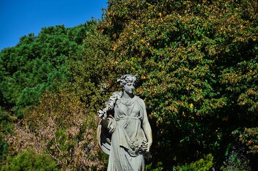 """Statue """"El Otoño"""" at Moreno Square"""