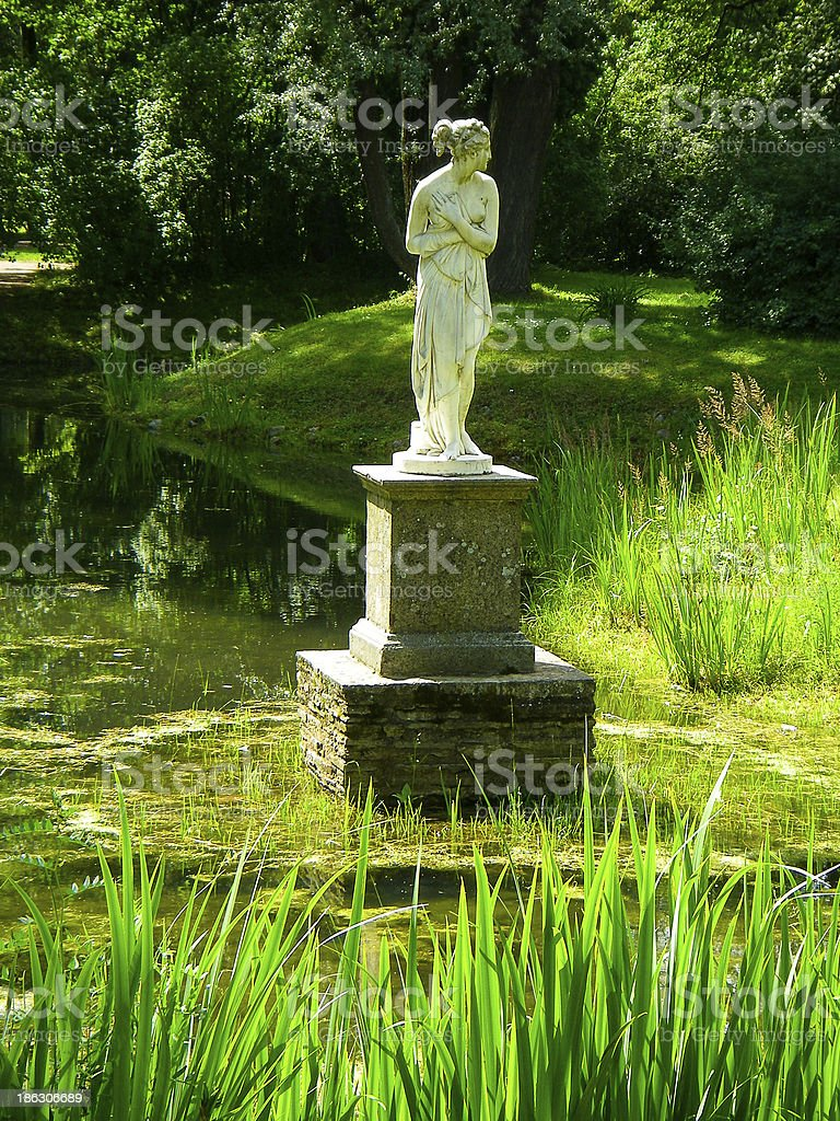 Jardin Classique À La Française photo libre de droit de statue dans les jardins pavlovsk