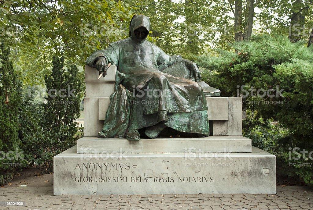 Estátua de Anonymus em Budapeste - fotografia de stock