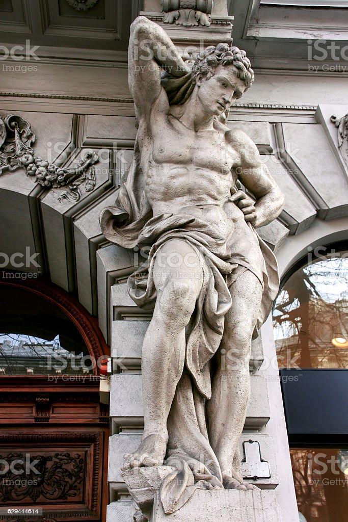 Statue of Atlas on Andrassy street - foto de acervo