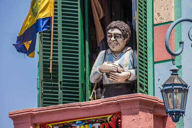 statua di diego armando maradona da la boca buenos aires - maradona foto e immagini stock