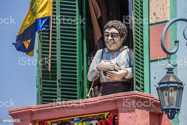 Statue Диего Марадона В Ла Бока В Буэносайресе — стоковые фотографии и другие картинки 2015