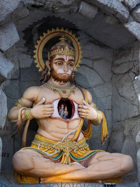 Statue des indischen Gottes Hanuman mit Sita und Rama im Herzen – Foto