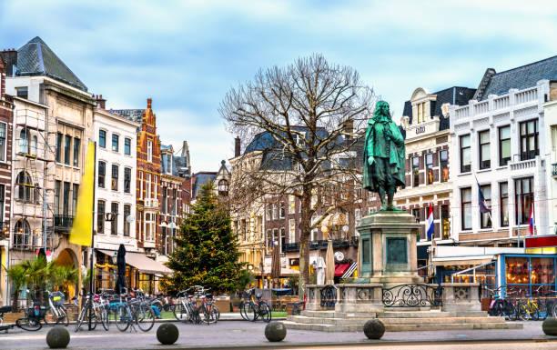 standbeeld van johan de witt in den haag, nederland - den haag stockfoto's en -beelden