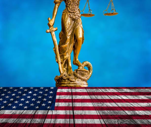 standbeeld van justitie - four lawyers stockfoto's en -beelden