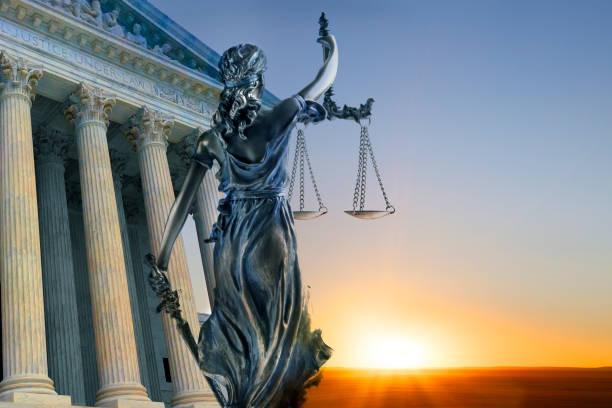 bayan adalet ve yüksek mahkeme binası heykeli - anayasa mahkemesi stok fotoğraflar ve resimler