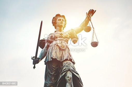 The statue of was Lady Justice with sun flare created by Johann Hocheisen and revealed in 1611. Gerechtigkeitsbrunnen, Roemerberg, Frankfurt am Main, Hessen, Deutschland.
