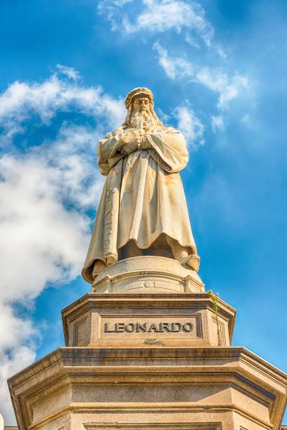 Statue of Leonardo da Vinci in Milan, Italy - foto stock