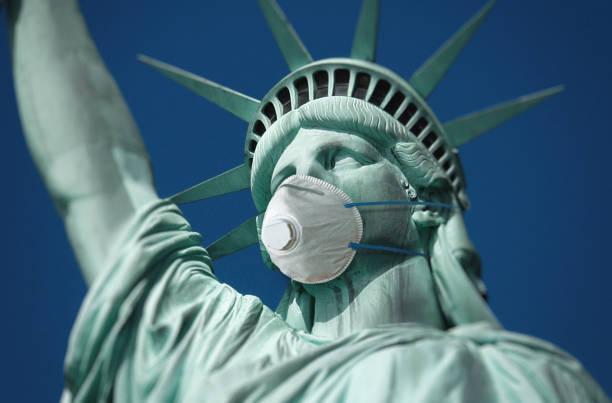 Freiheitsstatue mit Gesichtsmaske – Foto