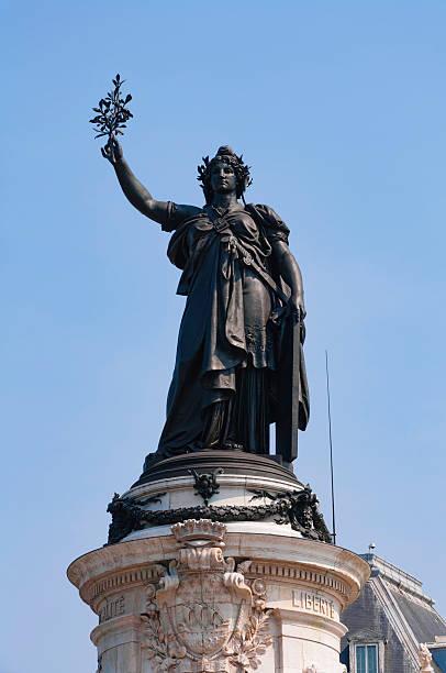 statue de de marianne (république française - république photos et images de collection