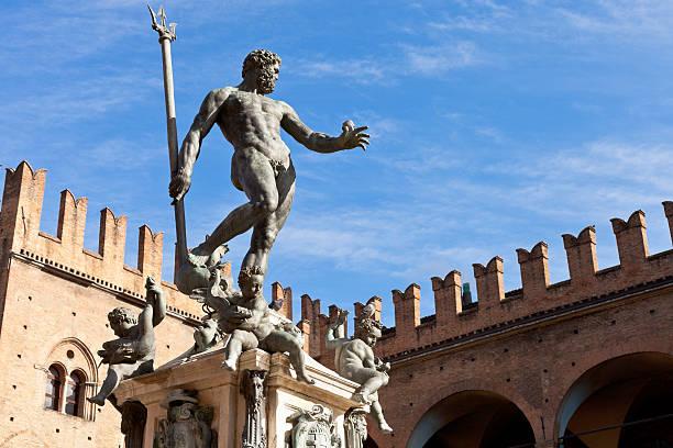 statue of neptune na piazza del nettuno w bolonii - bolonia zdjęcia i obrazy z banku zdjęć