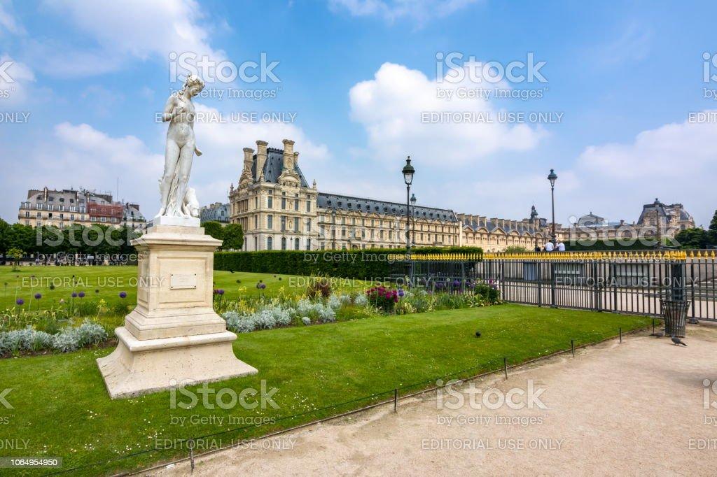 Statue Der Nymphe Im Jardin Des Tuileries Paris Frankreich ...
