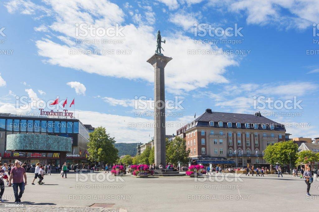Statue von Olav Tryggvason, Gründer von Trondheim, am Torvet (Hauptplatz). – Foto