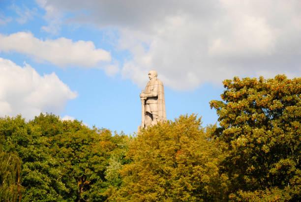 statue von otto von bismarck in hamburg - otto der große stock-fotos und bilder