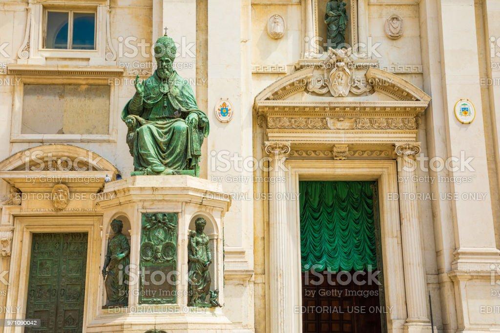 Statue of Pope Sixtus V., Basilica della Casa Santa, Loreto pilgrimage site, province of Ancona, Italy
