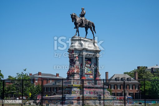 istock Statue of Robert E. Lee on horseback on Monument Avenue in Richmond 1329532886